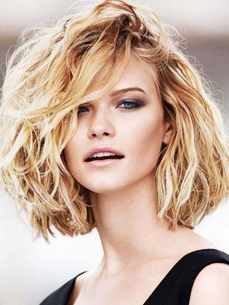 short hairstyles for women-Medium Wavy Bob
