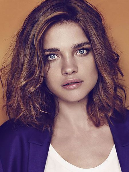 short hairstyles for women-Short Wavy Hair with Side Part