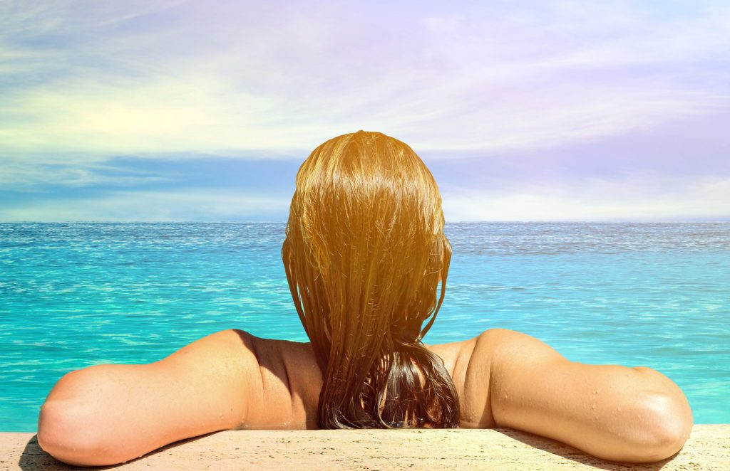 How to protect blonde hair from chlorine?